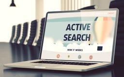 Recherche active sur l'ordinateur portable dans la salle de conférences 3d Image stock