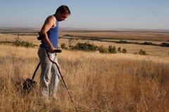 Recherche avec un détecteur de métaux  Images libres de droits