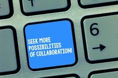 Recherche d'écriture des textes d'écriture plus de possibilités de collaboration Signification de concept recherchant le clavier  image stock