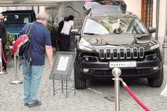 Recherche d'une jeep Photo stock
