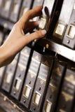 Recherche dans les archives. Photo stock