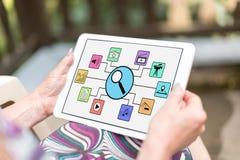 Recherche de concept d'apps sur un comprimé photos stock