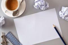 Recherche de concept de bureau de concepteur des idées dans le dessus d'affaires Image stock