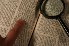 Recherche de dictionnaire Photos stock