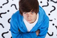 Recherche de durée - se demander de garçon d'adolescent Photo libre de droits