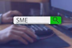 Recherche de l'étiquette sur l'image de concept avec le mot PME G illustration stock
