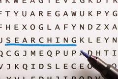 Recherche de Word, puzzle Concept au sujet de la conclusion, recherche, regardant f photographie stock libre de droits