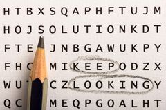 Recherche de Word, puzzle Le concept au sujet de la conclusion, continuent à regarder, persis photos stock
