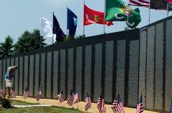 Recherche des noms au mur Photo libre de droits