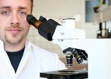 Recherche scientifique dans le laboratoire 2 Images libres de droits