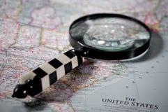 Recherche sur une carte image stock