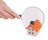 Recherche und Kontrolle des Hauses stockfoto