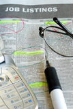 Recherchejobs in einem Zeitung eingestuften Kapitel stockfotos