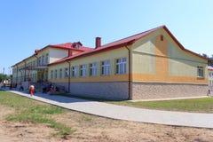 RECHITSA, BELARUS - 3 juin 2015 : Internat de Rechitsa pour des enfants avec des incapacités, rue Krasikov 40, Photographie stock libre de droits