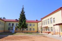 RECHITSA, WIT-RUSLAND - Juni 3, 2015: Rechitsa kostschool voor gehandicapte kinderen, straat Krasikov 40, Royalty-vrije Stock Fotografie