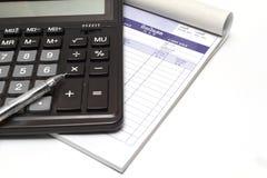 Rechner und Rechnung lizenzfreie stockbilder