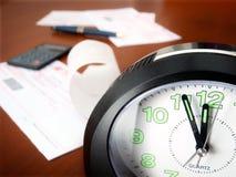 Rechnungen, die Zeit zahlen stockfotos