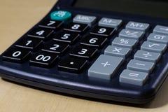 Rechnungen, Dokumente und Papiere mit Taschenrechner Büro des accou Lizenzfreies Stockbild