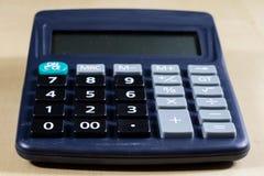 Rechnungen, Dokumente und Papiere mit Taschenrechner Büro des accou Lizenzfreie Stockfotos