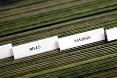 Rechnungen organisiert in den Archivierungs-Tabulatoren Stockfoto