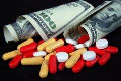 Rechnungen und Pillen Stockfoto
