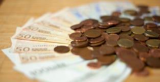Rechnungen von houndred, fünfzig zwanzig Euros Stockbilder
