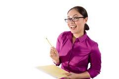 Recht asiatische Frau mit einem Notizbuch Lizenzfreie Stockfotos