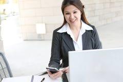 Recht asiatische Geschäftsfrau Lizenzfreies Stockbild