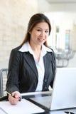 Recht asiatische Geschäftsfrau Lizenzfreie Stockbilder