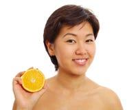 Recht asiatisches Mädchen mit beinahe Orange stockbild