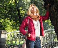 Recht blonde Aufstellung in der Herbstnatur Lizenzfreie Stockbilder