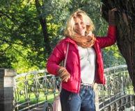 Recht blonde Aufstellung in der Herbstnatur Stockfoto