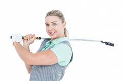 Recht blonde Aufstellung mit Golfausrüstung Stockfoto