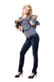 Recht blonde Aufstellung mit zwei Hunden Lizenzfreie Stockfotografie