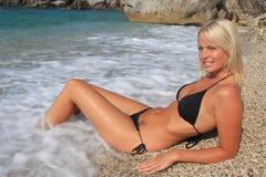 Recht blonde Frau Stockfotografie