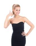 Recht blonde Frau, die dem Aufruf mich Zeichen zeigt Lizenzfreies Stockbild