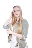 Recht blonde Frau, die Gray Blazer trägt Lizenzfreie Stockbilder