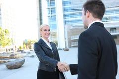 Recht blonde Geschäftsfrau Lizenzfreies Stockbild