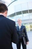 Recht blonde Geschäftsfrau Stockfoto