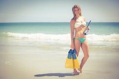 Recht blonde Holding ein Sporttauchengang Stockbild