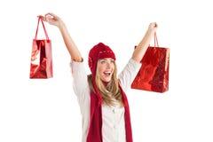 Recht blonde tragende Einkaufstaschen Lizenzfreie Stockbilder