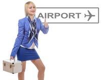 Recht blonder Stewardess in der blauen Klage mit einem kleinen Koffer Lizenzfreie Stockfotos