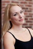 Recht blondes Lächeln Lizenzfreies Stockfoto