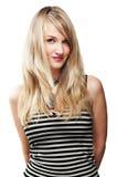 Recht blondes Mädchen, auf Weiß Stockfoto