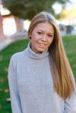 Recht blondes Mädchen am Herbst Stockbilder