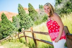 Recht blondes Mädchen Jugend Stockfotos