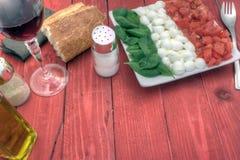 Recht Caprese-Salats unten Stockfotos