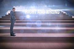 Recht en verkeerd tegen stappen tegen blauwe hemel Stock Fotografie