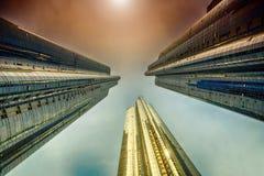Recht het bekijken omhoog gebouwen stock foto
