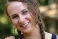 Recht jugendlich Mädchen mit Flechten Lizenzfreie Stockfotografie